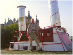 Reiner Höhndorf vor Flettner Rotorschiff